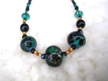 Halsband med handgjorda pärlor