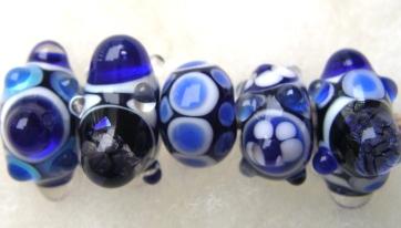Handgjorda blå glaspärlor
